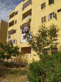 شقة 97م الحي الاول بجوار كليه الهندسة بسعر لقطة