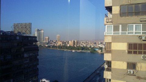 شقة فاخرة للبيع بموقع وفيو متميز على النيل بالجيزة