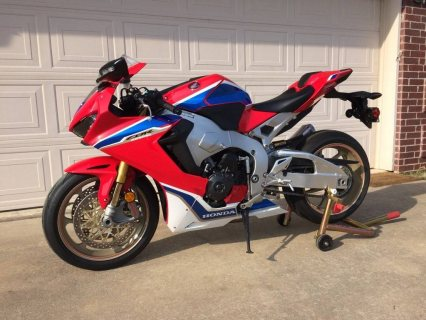 Honda cbr 1000cc whatsapp...+971556543345
