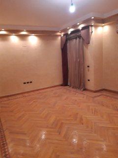 شقة فاخرة دور كامل للبيع بموقع راقى ومتميز بأرض الجولف - مصر الجديدة
