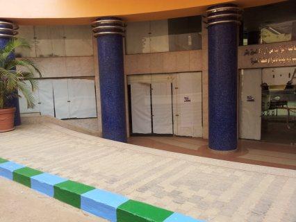 محل تجارى للايجار بموقع متميز بكورنيش المعادى بالقرب من الفا ماركت