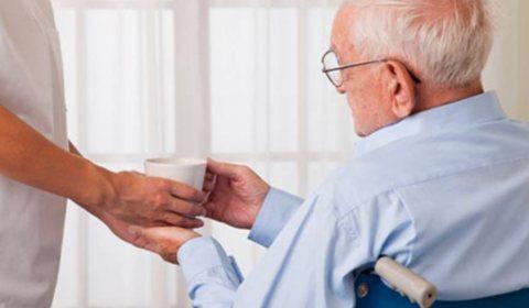 جليس مسنين اجيد الطبخ والرعاية 01141315638