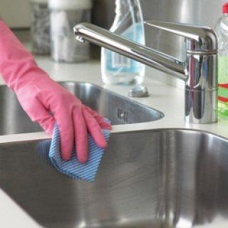 تنظيف المطابخ والحمامات والمناور والبدروم والحدائق