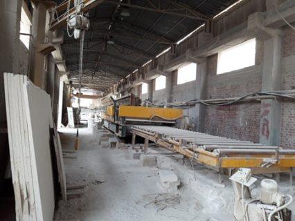 مصنع رخام للبيع / الايجار بموقع متميز بالمنطقة الصناعية بشق الثعبان