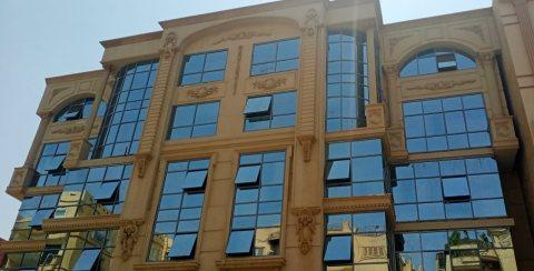 مبنى إدارى للبيع بموقع متميز بالشيراتون بالقرب من المطار